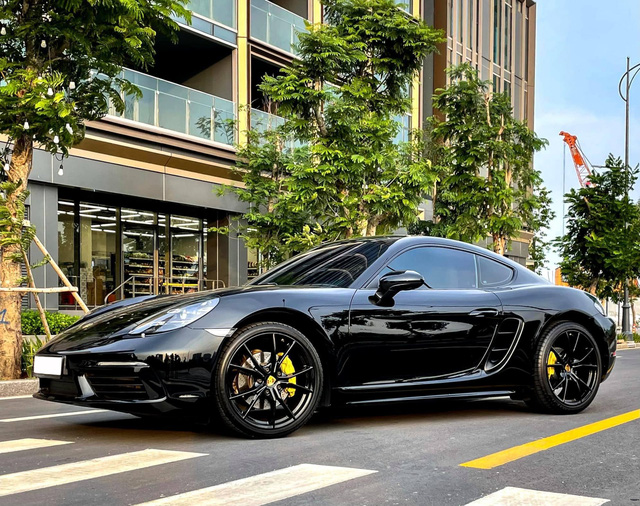 Hàng hiếm Porsche 718 Cayman rao bán sau 3 năm: Mới chạy 16.000km, giá ngang Mercedes-Benz S-Class - Ảnh 1.