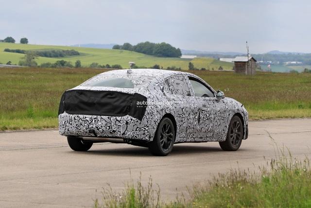 Ford Evos xuất hiện tại châu Âu, liệu Blue Oval đã đổi ý? - Ảnh 2.