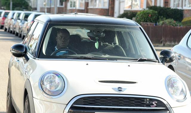 Vô địch Champions League danh giá cùng Chelsea, ít ai biết Kante vẫn lái mẫu xe cỏ này đến sân tập - Ảnh 1.