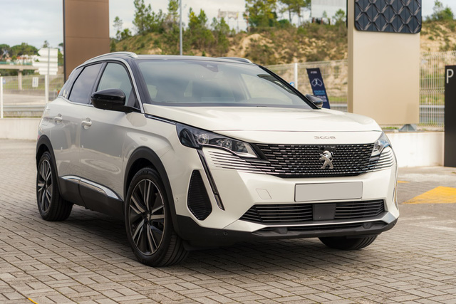 THACO xuất xưởng Peugeot 3008 2021 tại Việt Nam: Đại lý ồ ạt nhận cọc, sớm ra mắt đấu Mazda CX-5 và Hyundai Tucson - Ảnh 2.