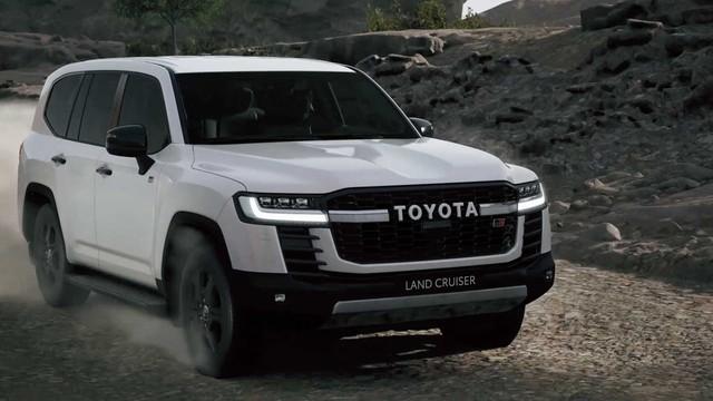 Ra mắt Toyota Land Cruiser 2022: Thay đổi ngỡ ngàng từ ngoài vào trong, mạnh hơn nhưng tiết kiệm hơn, đẳng cấp SUV đi cày cho nhà giàu - Ảnh 4.