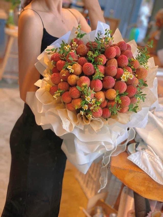 Pha sáng tạo đi vào lòng người: Thanh niên đi rước dâu bằng xe hoa vải thiều gây sốt MXH, sự thật là gì? - Ảnh 8.