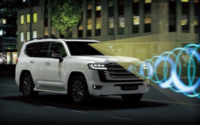 Toyota Land Cruiser 2022 nhập tư chào hàng nhà giàu Việt với giá hơn 6 tỷ đồng: Option kịch nóc, động cơ mới vừa mạnh lại tiết kiệm xăng - Ảnh 2.
