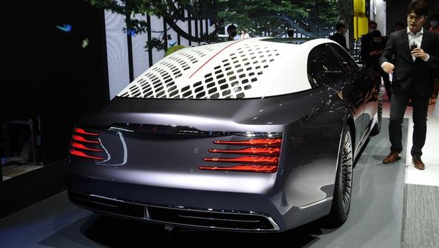 Ô tô Trung Quốc lắp hẳn đèn chùm như khách sạn 5 sao, quyết vượt mặt Rolls-Royce có bầu trời sao - Ảnh 2.
