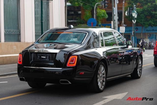 Rolls-Royce Phantom VIII đồn đoán của đại gia Ninh Bình xuất hiện trong tình trạng mới kính coong sau một thời gian âm thầm về nước - Ảnh 2.