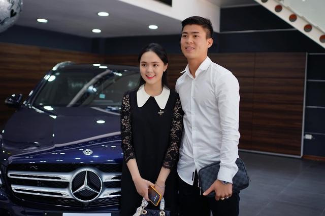Soi xe của tuyển thủ đội tuyển Việt Nam: Ai cũng mua Mercedes-Benz nhưng đội trưởng Quế Ngọc Hải lại giản dị bất ngờ - Ảnh 2.