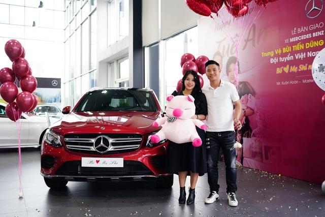 Soi xe của tuyển thủ đội tuyển Việt Nam: Ai cũng mua Mercedes-Benz nhưng đội trưởng Quế Ngọc Hải lại giản dị bất ngờ - Ảnh 1.