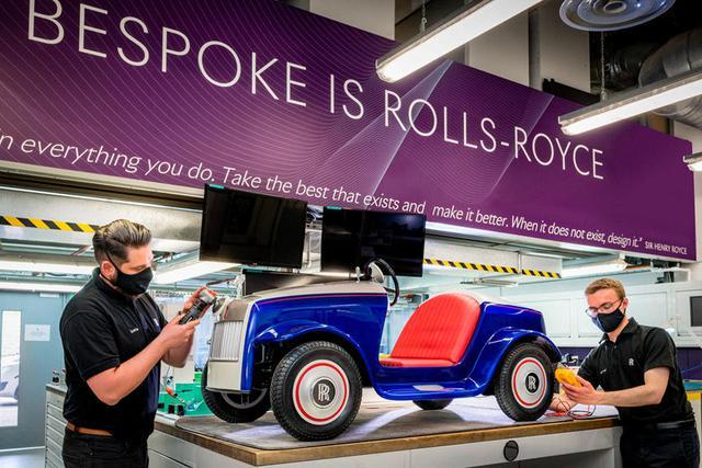 Bí ẩn đằng sau chiếc Rolls-Royce nhiều người cầm lái nhất trên thế giới - Ảnh 1.