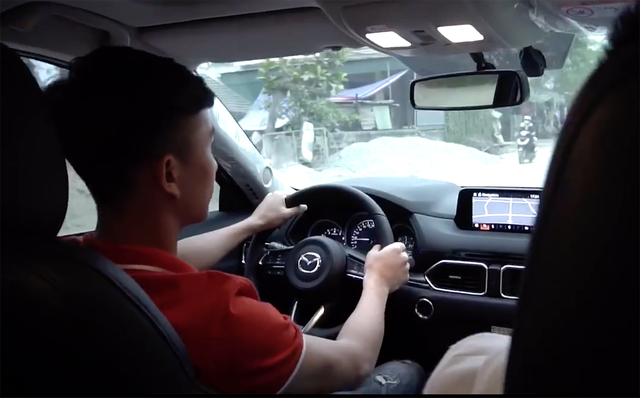 Soi xe của tuyển thủ đội tuyển Việt Nam: Ai cũng mua Mercedes-Benz nhưng đội trưởng Quế Ngọc Hải lại giản dị bất ngờ - Ảnh 6.