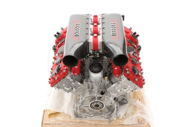 Chợ trời ô tô phương Tây: Đủ thứ trên đời, đèn pha Rolls-Royce giá 360 triệu, động cơ Ferrari hơn 1,9 tỷ đồng - Ảnh 1.