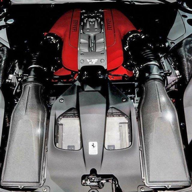 Chợ trời ô tô phương Tây: Đủ thứ trên đời, đèn pha Rolls-Royce giá 360 triệu, động cơ Ferrari hơn 1,9 tỷ đồng - Ảnh 3.