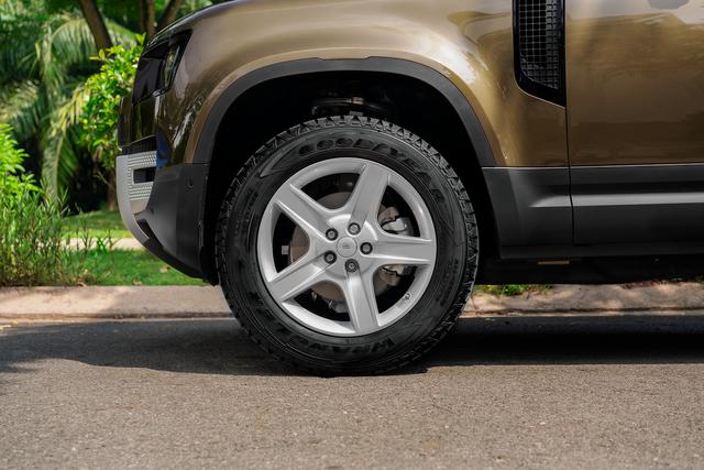 Ra mắt Land Rover Defender 90 tại Việt Nam: SUV chơi off-road giá gần 4 tỷ đồng cho nhà giàu - Ảnh 3.