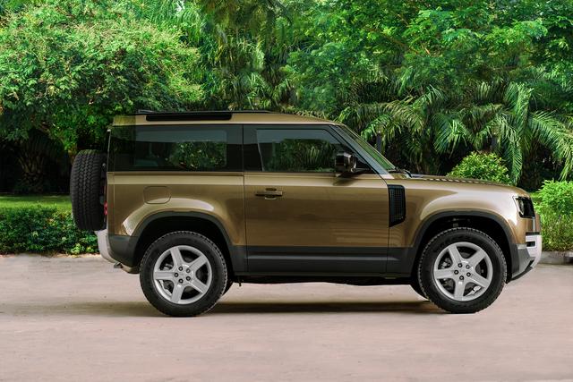Ra mắt Land Rover Defender 90 tại Việt Nam: SUV chơi off-road giá gần 4 tỷ đồng cho nhà giàu - Ảnh 7.
