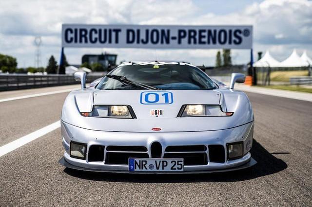 Bugatti EB110 trở lại đường đua sau 25 năm vắng bóng - Ảnh 1.