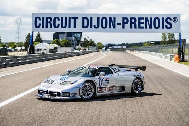 Bugatti EB110 trở lại đường đua sau 25 năm vắng bóng - Ảnh 2.