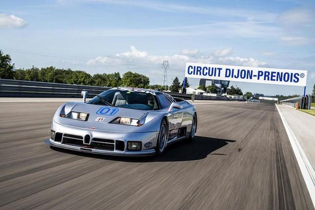 Bugatti EB110 trở lại đường đua sau 25 năm vắng bóng - Ảnh 3.