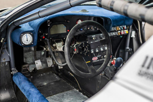 Bugatti EB110 trở lại đường đua sau 25 năm vắng bóng - Ảnh 4.