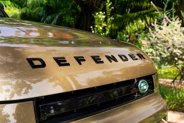 Ra mắt Land Rover Defender 90 tại Việt Nam: SUV chơi off-road giá gần 4 tỷ đồng cho nhà giàu - Ảnh 8.