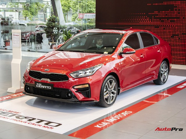 Loạt sedan hạng C giảm giá mạnh chờ ngày thay máu tại Việt Nam: Corolla Altis giảm nhiều nhất, Cerato rẻ nhất dưới 500 triệu - Ảnh 2.