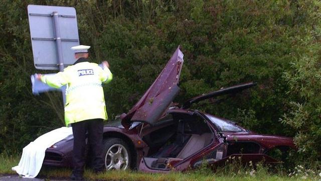Chiếc xe kỳ lạ: Nhanh nhất thế giới suốt 10 năm, hai lần tai nạn, danh hài Mr. Bean bán đi vẫn lãi 10 triệu USD - Ảnh 6.