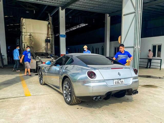 Xuất hiện nhiều hình ảnh cho thấy Ferrari 599 GTB vừa về Việt Nam có những trang bị lạ lùng, khác chiếc từng của đại gia cà phê Đặng Lê Nguyên Vũ - Ảnh 1.