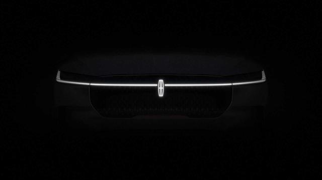 Tương lai SUV Mỹ không 'uống' xăng là đây: Anh em mới của Lincoln Navigator dần được vén màn
