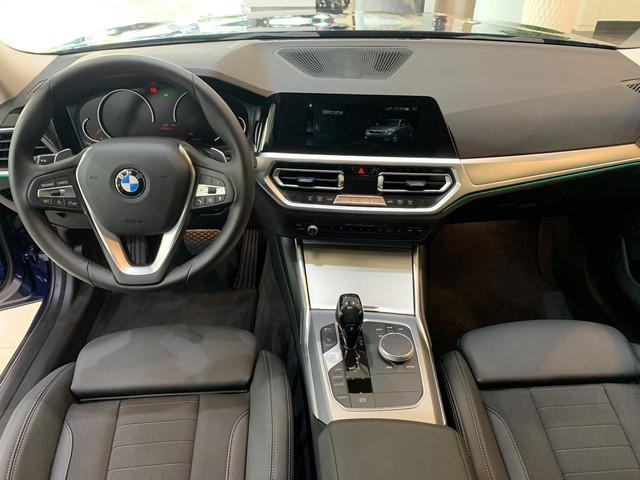 BMW 3-Series giảm giá 190 triệu đồng tại đại lý, rút ngắn khoảng cách giá đấu Mercedes-Benz C-Class - Ảnh 2.