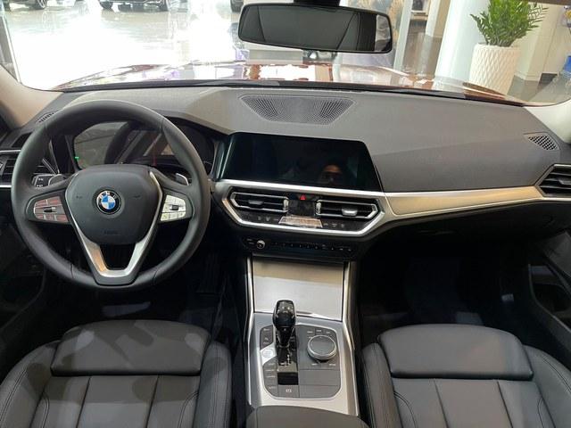 BMW 3-Series giảm giá 190 triệu đồng tại đại lý, rút ngắn khoảng cách giá đấu Mercedes-Benz C-Class - Ảnh 4.