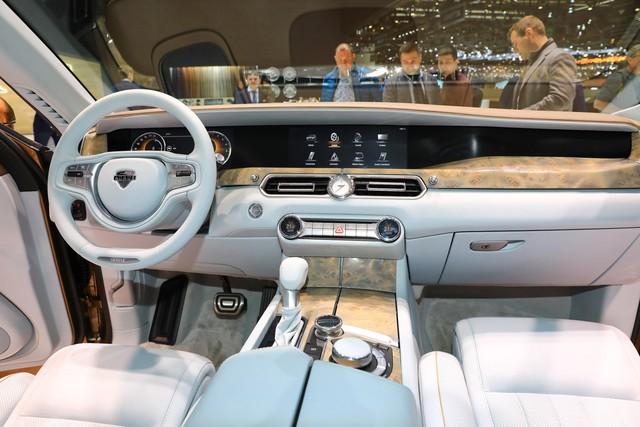 'Rolls-Royce của Nga' bắt đầu sản xuất, giá quy đổi từ hơn 5,6 tỷ đồng - Ảnh 3.