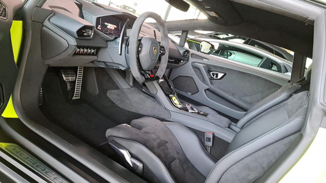 Lamborghini Huracan EVO sắp về Việt Nam sở hữu màu sơn xanh lá nhám không đụng hàng - Ảnh 4.