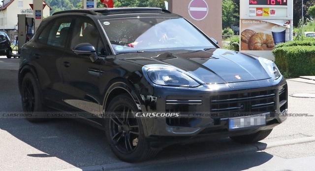 Porsche Cayenne facelift lộ mặt: Nhiều nét giống Taycan, nội thất có thêm màn hình khủng - Ảnh 3.