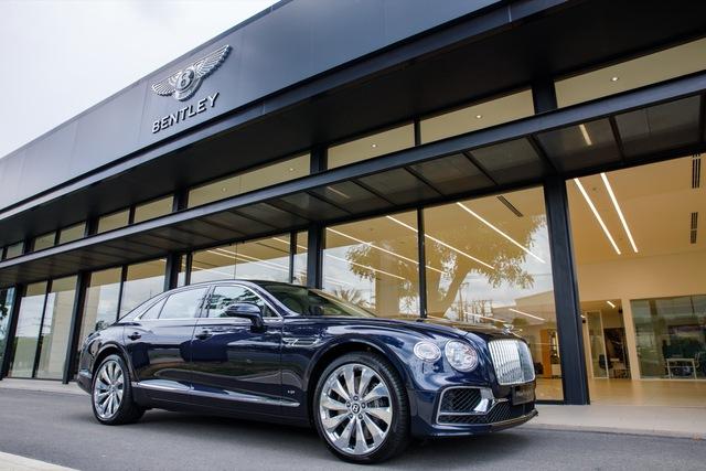 Bentley Flying Spur V8 First Edition chính hãng đầu tiên Việt Nam giá từ 18 tỷ đồng: Toàn trang bị xịn xò cho giới nhà giàu - Ảnh 2.