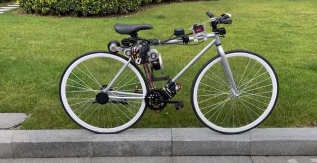Chạy xe đạp bị ngã sấp mặt, chàng kỹ sư quyết định chế tạo xe đạp tự cân bằng cho khỏi té nữa - Ảnh 2.