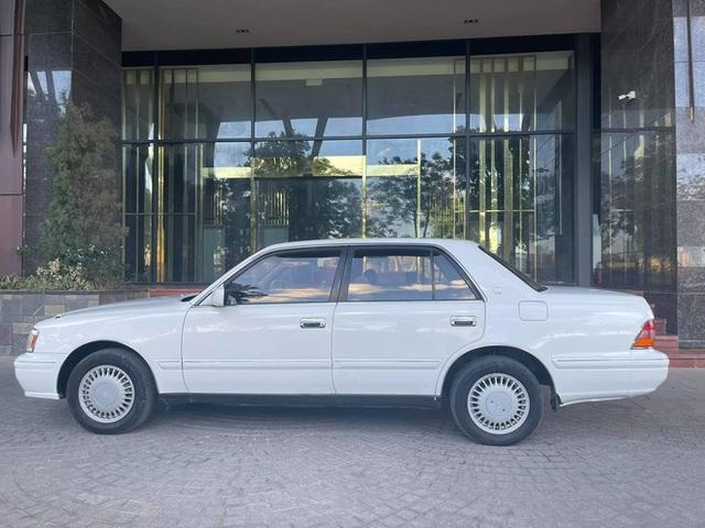 Xe chủ tịch Toyota Crown đi chán 20 năm vẫn quảng cáo mới nhất Việt Nam, giá bán cực sốc - Ảnh 2.