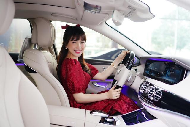 Biến hình theo trend tiktok, Hoà Minzy tiện khoe Mercedes-Benz S-Class giá gần 5 tỷ đồng - Ảnh 2.