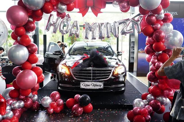 Biến hình theo trend tiktok, Hoà Minzy tiện khoe Mercedes-Benz S-Class giá gần 5 tỷ đồng - Ảnh 3.