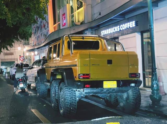 Mercedes-Benz G63 6x6 độc nhất vô nhị trong lần hiếm hoi lên phố cổ Hà Nội: Rộng gần nửa đường, dài gấp rưỡi xe xung quanh - Ảnh 2.