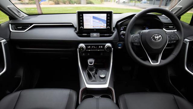 Toyota RAV4 2022 sắp ra mắt - Thế khó cho Honda CR-V và Mazda CX-5 - Ảnh 2.