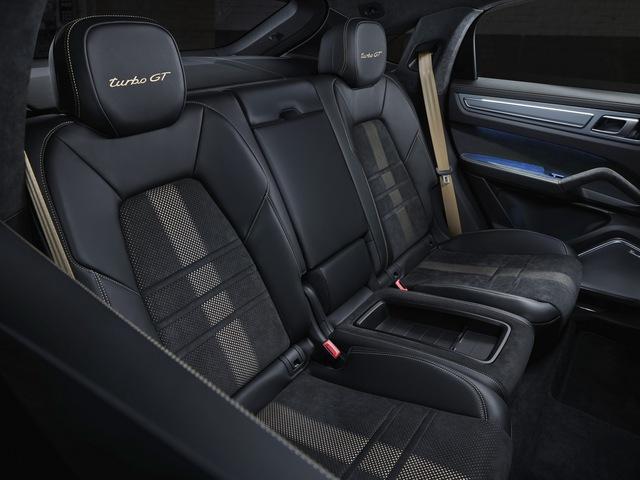 Porsche Cayenne bổ sung phiên bản mạnh nhất từ trước tới nay, tăng tốc nhanh khiến Lamborghini Urus ngửi khói - Ảnh 8.