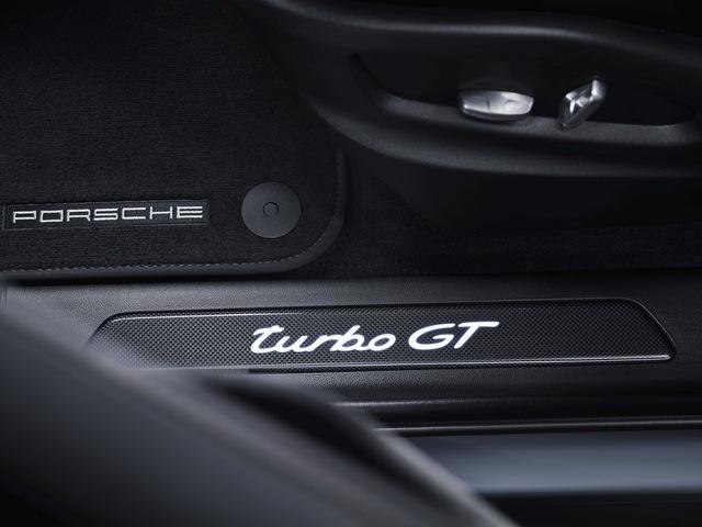 Porsche Cayenne bổ sung phiên bản mạnh nhất từ trước tới nay, tăng tốc nhanh khiến Lamborghini Urus ngửi khói - Ảnh 10.