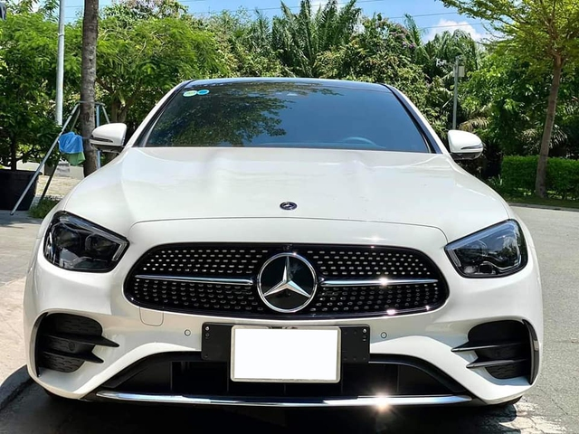 Mercedes-Benz E 300 AMG thế hệ mới đầu tiên bán lại: Giá 3,1 tỷ đồng, ODO vỏn vẹn 2.000km - Ảnh 1.