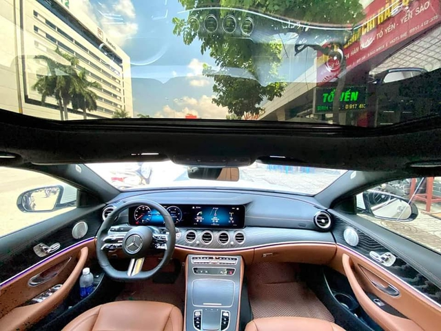 Mercedes-Benz E 300 AMG thế hệ mới đầu tiên bán lại: Giá 3,1 tỷ đồng, ODO vỏn vẹn 2.000km - Ảnh 4.