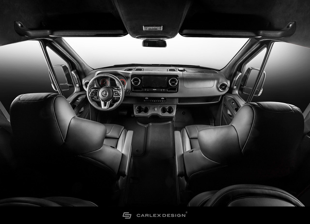 Mercedes-Benz Sprinter thêm nửa tỷ để trở thành bản độ siêu ngầu từ trong ra ngoài - Ảnh 2.
