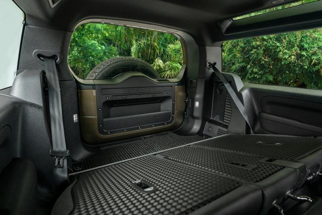 Land Rover Defender bổ sung phiên bản mới tại Việt Nam: Giá từ 3,93 tỷ đồng - Ảnh 9.