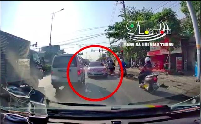 Chiếc xe ô tô ngang ngược nhất phố, gây phiền hà cho biết bao người - Ảnh 1.