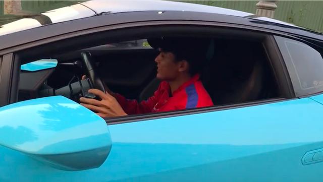 Anh shipper đi giao đồ ăn bằng Lamborghini khiến dân tình sốc nặng, nghe mức giá của con siêu xe còn muốn té xỉu hơn! - Ảnh 4.
