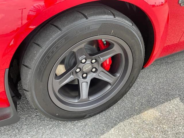Rộ tin Dodge Challenger Super Stock lên đường về Việt Nam: Mạnh hơn 800 mã lực, tăng tốc ngang siêu xe Ferrari - Ảnh 1.