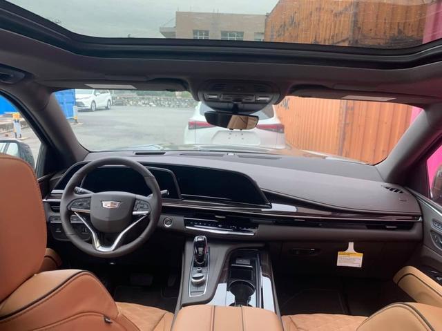 Khủng long Cadillac Escalade 2021 đầu tiên cập bến Việt Nam: Giá khoảng 8 tỷ đồng, động cơ mới siêu tiết kiệm, dành cho đại gia không thích Lexus LX 570 - Ảnh 3.