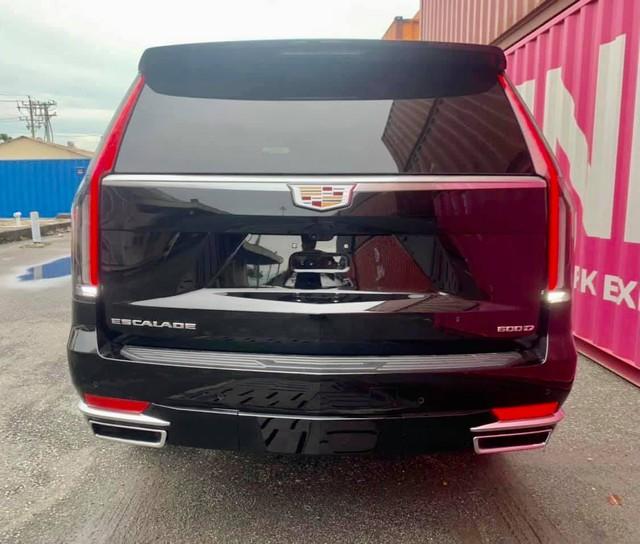 Khủng long Cadillac Escalade 2021 đầu tiên cập bến Việt Nam: Giá khoảng 8 tỷ đồng, động cơ mới siêu tiết kiệm, dành cho đại gia không thích Lexus LX 570 - Ảnh 5.