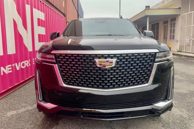 Khủng long Cadillac Escalade 2021 đầu tiên cập bến Việt Nam: Giá khoảng 8 tỷ đồng, động cơ mới siêu tiết kiệm, dành cho đại gia không thích Lexus LX 570 - Ảnh 1.